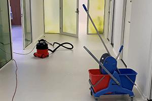 schoonmaakbedrijf-wageningen schoonmaken gang