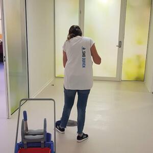 personeel schoon schoonmaken schoonmaak middel