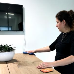 tafelschoonmaken personeel kamer kantoor locatie